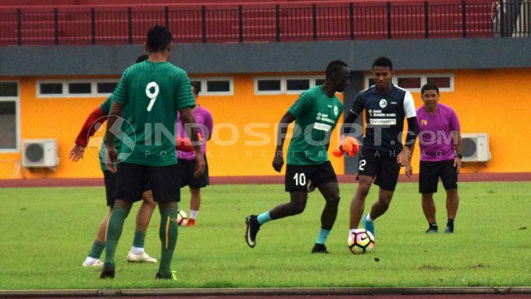 Sesi latihan Sriwijaya FC. Copyright: © Muhammad Effendi/INDOSPORT