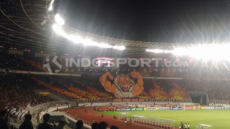 Koreo The Jakmania di SUGBK. Copyright: © INDOSPORT/Zainal Hasan