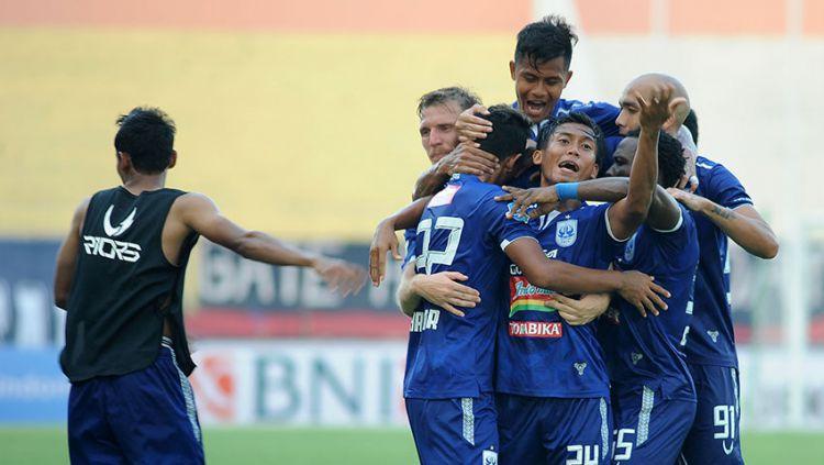 Selebrasi pemain PSIS Semarang saat gol ke gawang PSMS Medan. Copyright: © liga-indonesia.id