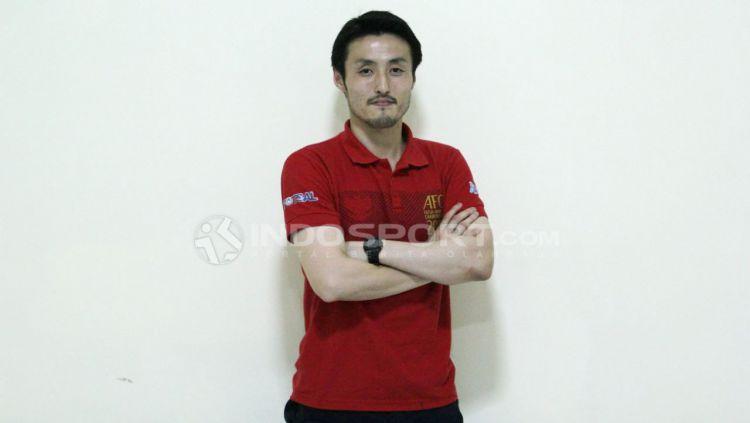 Pelatih Timnas Futsal Indonesia, Kensue Takahasi. Copyright: © Zainal Hasan/INDOSPORT.COM
