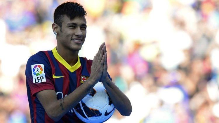 Transfer Neymar ke Barcelona diumumkan di Camp Nou Copyright: © Getty Images