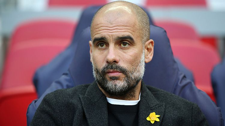 Pelatih Manchester City, Pep Guardiola setuju dengan diterapkannya Video Assitant Referee (VAR) di Liga Champions. Copyright: © INDOSPORT