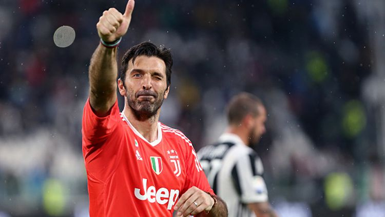 Gianluigi Buffon resmi menyatakan hengkang dari Juventus akhir musim ini. Selain Barcelona, berikut 5 klub yang bisa jadi pelabuhan barunya musim depan. Copyright: © Getty Images