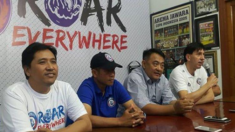 Manajemen Arema FC akan menanggung biaya perawatan korban. Copyright: © instagram@aremafcofficial