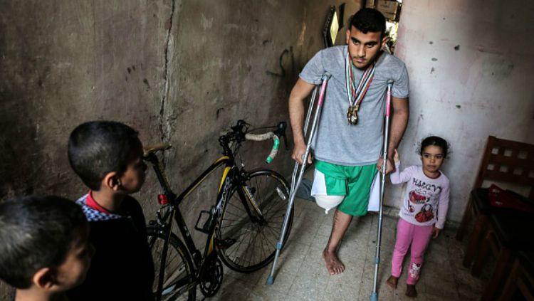 Alaa Al-Daly, atlet sepeda Palestina yang kakinya diamputasi karena tertembak tentara Israel. Copyright: © INDOSPORT