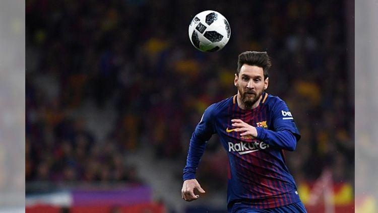 Lionel Messi saat mengejar bola. Copyright: © Getty Image