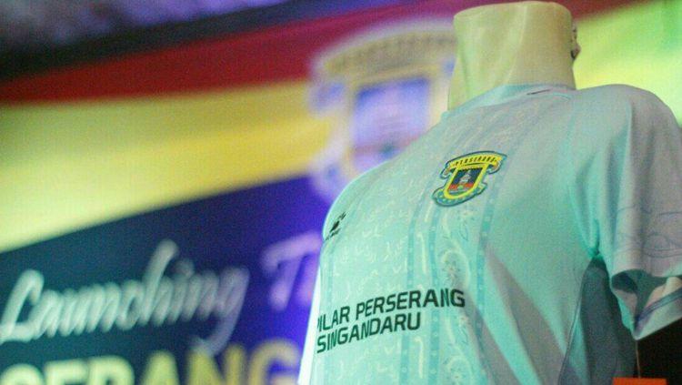 Tampilan jersey anyar Perserang Banten. Copyright: © Perserang Banten