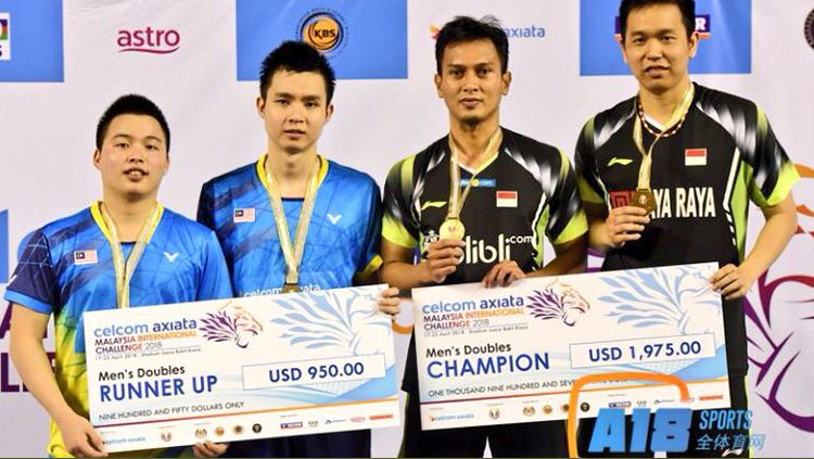 Mohammad Ahsan/Hendra Setiawan berhasil menjadi juara sektor ganda putra dalam turnamen Malaysia Internasional 2018. Copyright: © antoniusagustian/Twitter