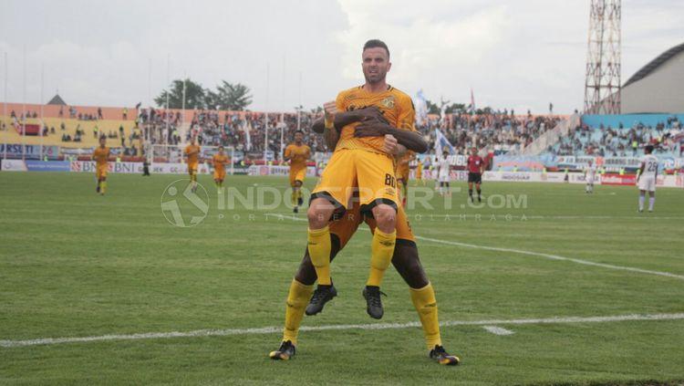 Aksi selebrasi Paulo Sergio usai cetak gol. Copyright: © Fitra Herdian/INDOSPORT