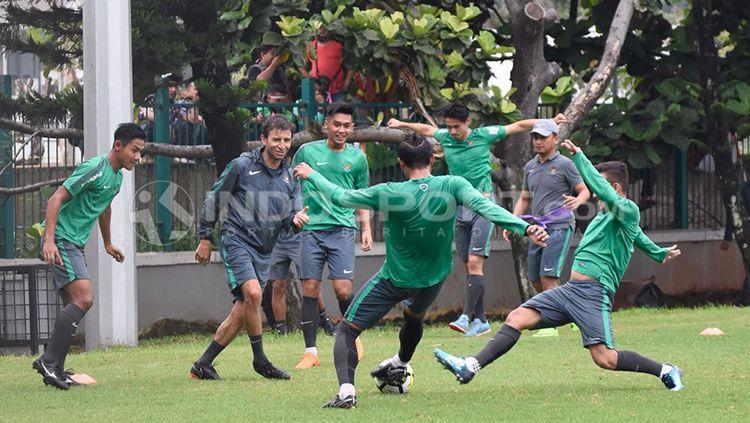 Situasi latihan Timnas Indonesia U-23 jelang mempersiapkan diri menuju ajang Anniversary Cup 2018. Herry Ibrahim Copyright: © Herry Ibrahim/INDOSPORT