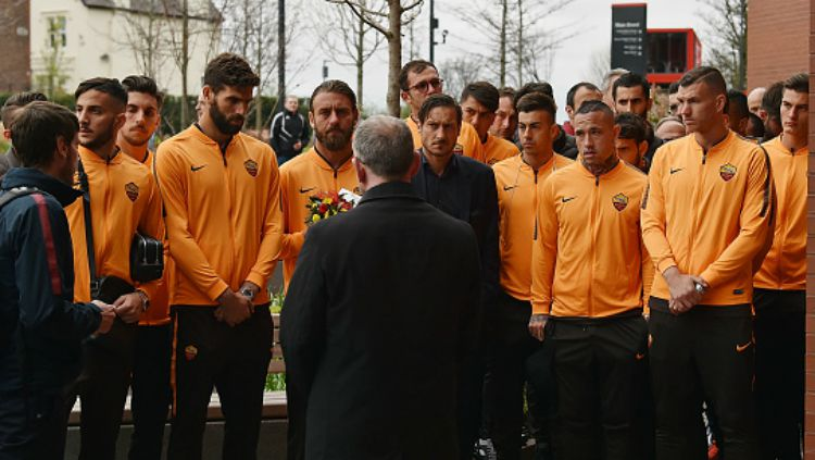 AS Roma berkunjung ke situs peringatan tragedi Hillsborough. Copyright: © Twitter/AS Roma