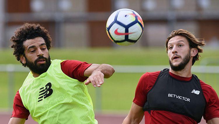 Dua pemain Liverpool, Mohamed Salah (kiri) dan Adam Lallana saat sedang latihan. Copyright: © Getty Image