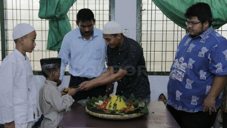 PSMS Medan kunjungi Panti Asuhan Copyright: © Kesuma Ramadhan/INDOSPORT