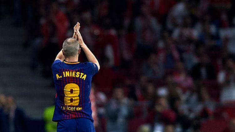 Andres Iniesta dan Lionel Messi. Copyright: © La Liga