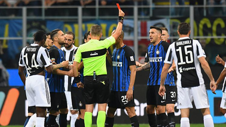 Pemain Inter Milan. Metias Vecino diganjar kartu merah saat laga melawan Juventus. Copyright: © Getty Image