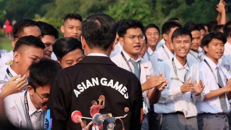 Jokowi memakai jaket Asian Games 2018 Copyright: © instagram@jokowi