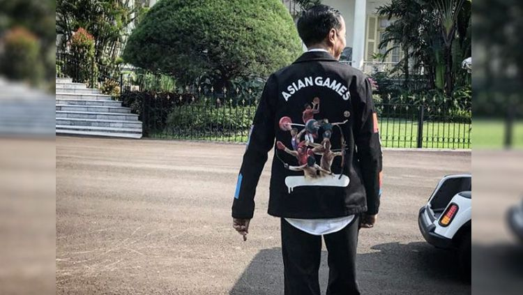 Jokowi memakai jaket Asian Games 2018 Copyright: © instagram@hardthirteen