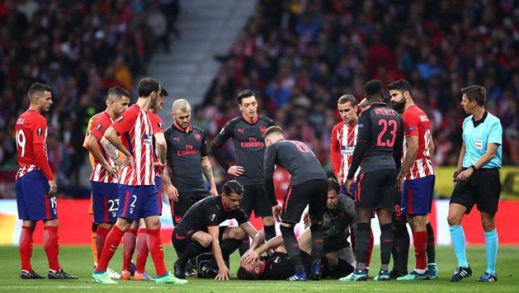 Atletico Madrid vs Arsenal, Laurent Koscielny cedera Copyright: © CaughtOffside