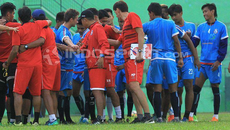 Arema FC. Copyright: © INDOSPORT/Ian Setiawan