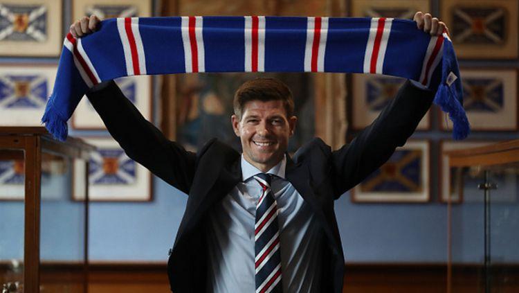 Steven Gerrard, pelatih Rangers sekaligus legenda Liverpool. Copyright: © INDOSPORT