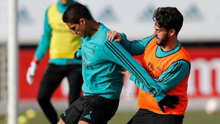 Varane dan Isco tampak dalam latihan terakhir Real Madrid Copyright: © Internet