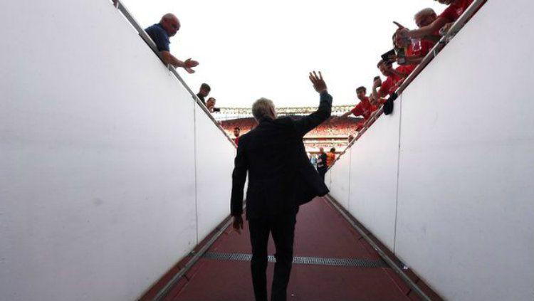 Ingin gantikan Quique Setien, raksasa LaLiga Spanyol, Barcelona segera resmikan Arsene Wenger? Copyright: © Mirror