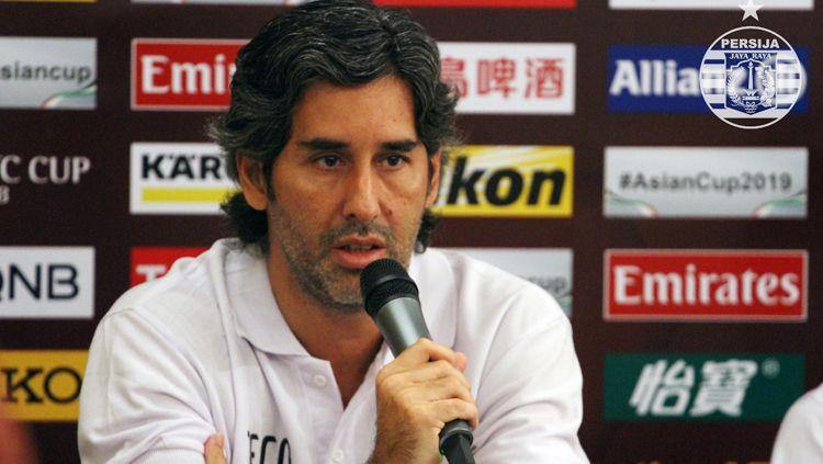 Stefano Cugurra Teco dalam jumpa pers. Copyright: © Media Persija