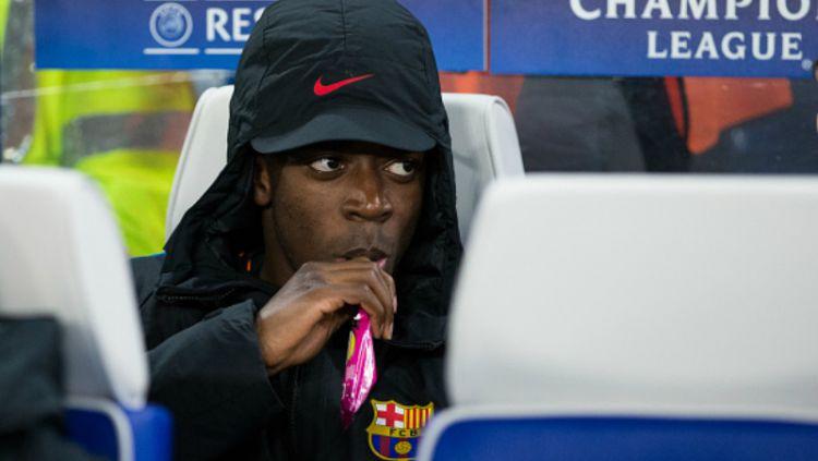 Ousmane Dembele saat harus duduk di bangku cadangan. Copyright: © INDOSPORT