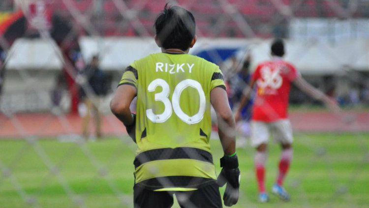Kiper kedua Persija Jakarta Muhammad Rizky Darmawan. Copyright: © Twitter/@rizkydarmawaaan