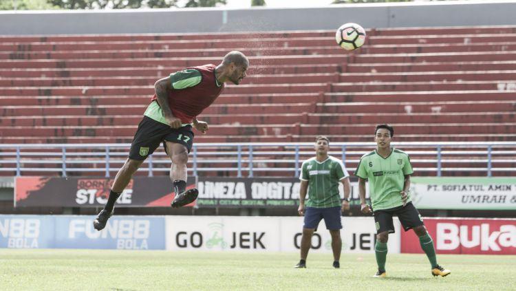 David da Silva saat latihan. Copyright: © Media Persebaya