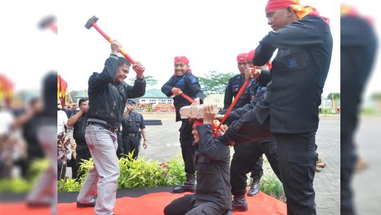 Tarung Drajat, olahraga wajib pasukan militer Indonesia. Copyright: © urusandunia.com