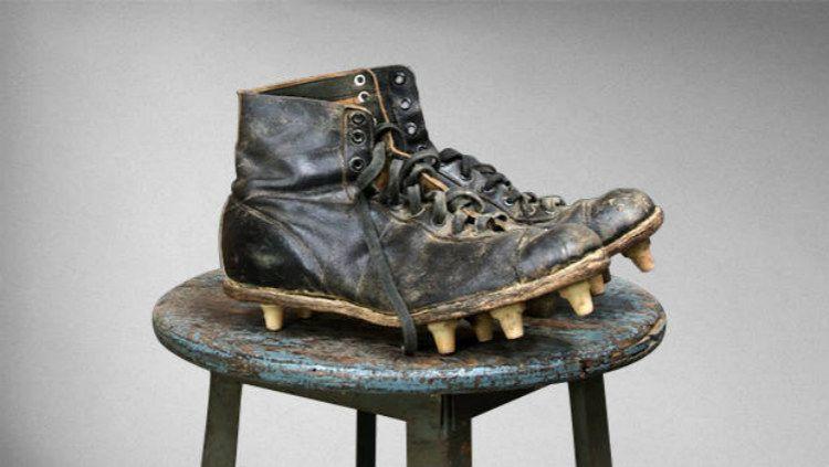 Sepatu Sepakbola Pertama Copyright: © Internet