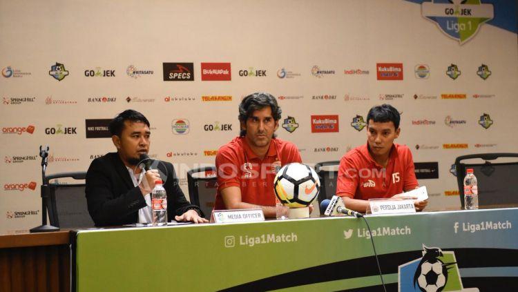 Pelatih Stefano Cugurra Teco dan Novri Setiawan. Copyright: © Herry Ibrahim/INDOSPORT.COM
