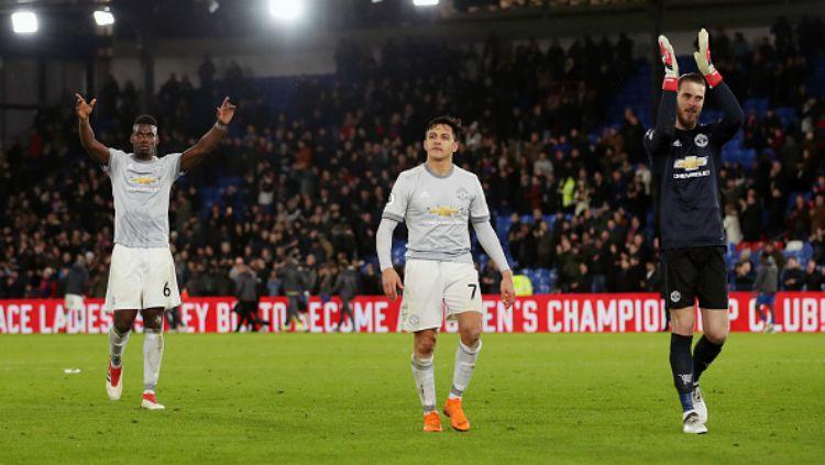 Manchester United sedang menyiapkan proyek besar dan mereka dikabarkan siap menumbalkan Paul Pogba dan David de Gea demi merealisasikan mimpinya itu. Copyright: © INDOSPORT