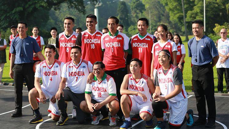 Presiden Jokowi dan Menpora bertanding basket. Copyright: © twitter @dblindonesia