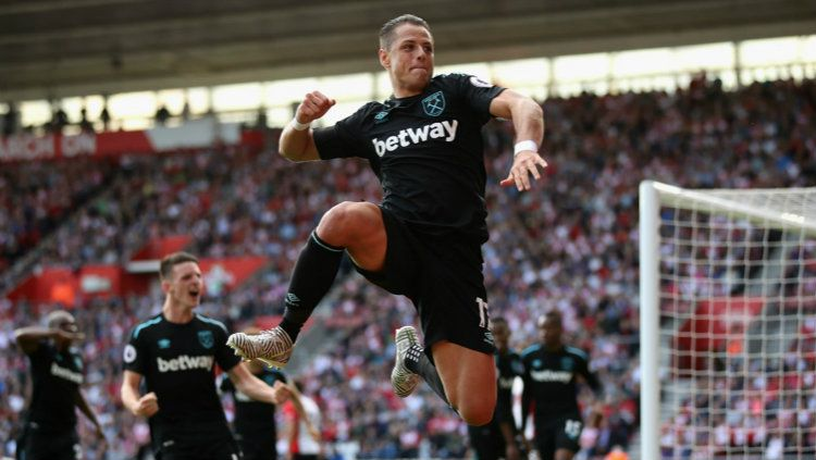 Pemain West Ham United Javier 'Chicharito' Hernandez. Copyright: © INDOSPORT