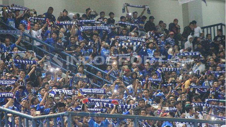 Bobotoh memadati Stadion GBLA. Copyright: © Arif Rahman/INDOSPORT