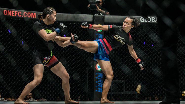 Laga Kelas Atom (atomweight) Wanita: Priscilla Hertati Lumban Gaol mengalahkan Rome Trinidad dengan Kuncian (Guillotine) pada menit 2:27 di Ronde 1 Copyright: © Istimewa