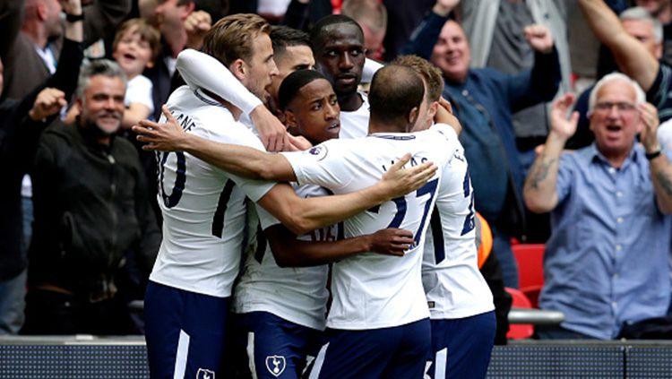 Para pemain Tottenham Hotspur ketika melakukan selebrasi di lapangan. Copyright: © INDOSPORT