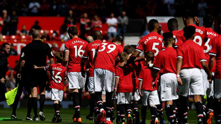Seluruh pemain Manchester United. Copyright: © INDOSPORT