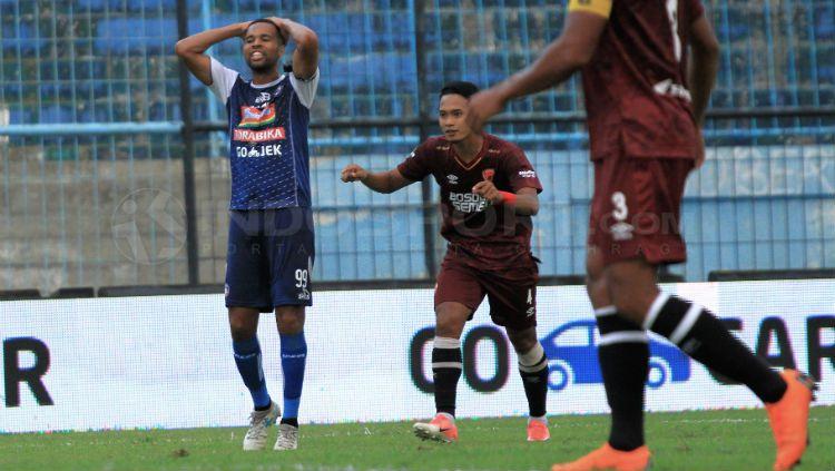 Ekspresi Thiago Furtuoso saat gagal menyelesaikan peluang gol Copyright: © Ian Setiawan/INDOSPORT