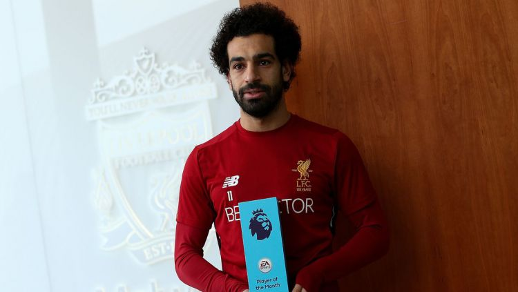 Mohamed Salah menerima penghargaan Player of The Month dari Liga Primer Inggris. Copyright: © Mirror