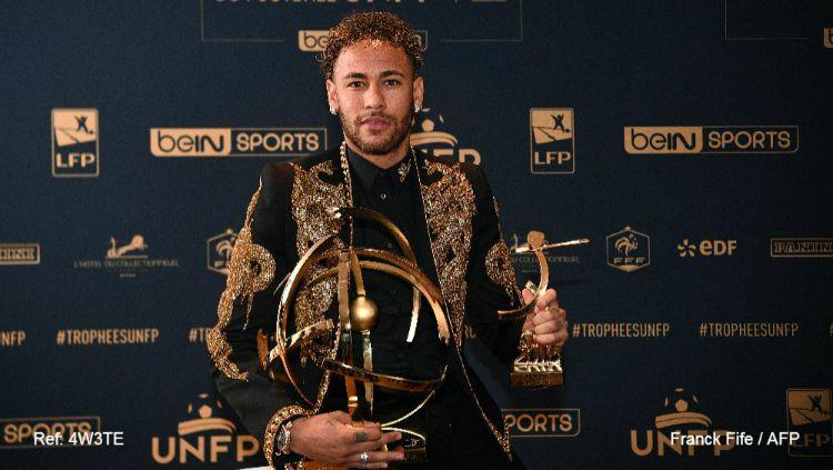 Neymar raih penghargaan Pemain Terbaik Ligue 1. Copyright: © Franck Fife/AFP