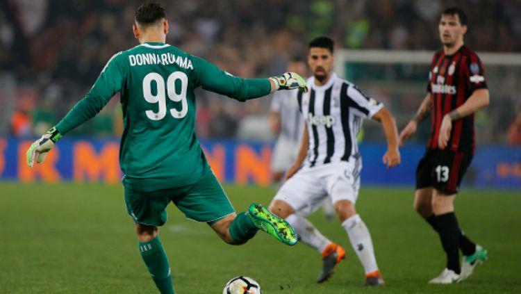 Gianluigi Donnarumma saat melawan Juventus. Copyright: © INDOSPORT