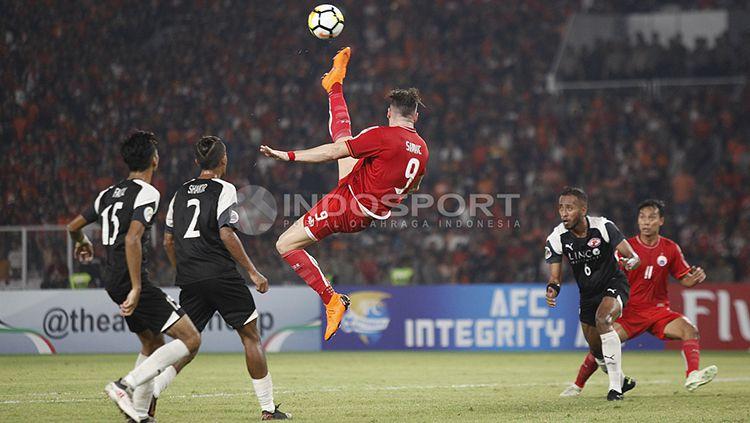 Marko Simic melakukan tendangan salto. Copyright: © Herry Ibrahim/INDOSPORT