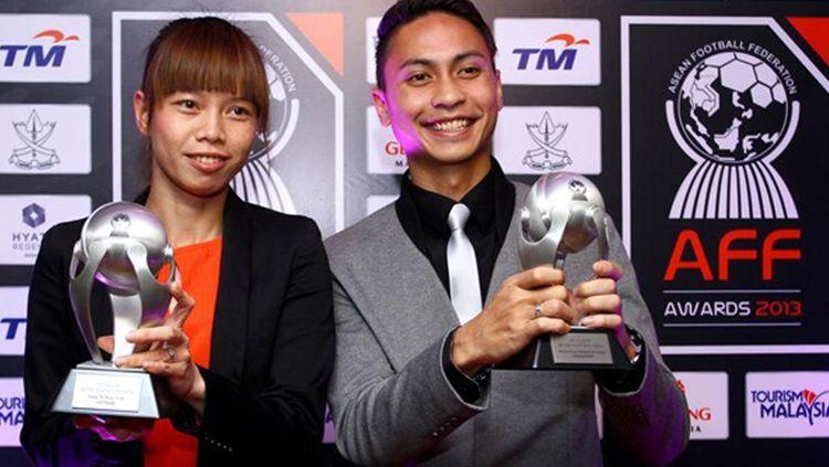 Shahril Ishak saat menerima penghargaan AFF Suzuki Cup MVP. Copyright: © Asean Football Federation