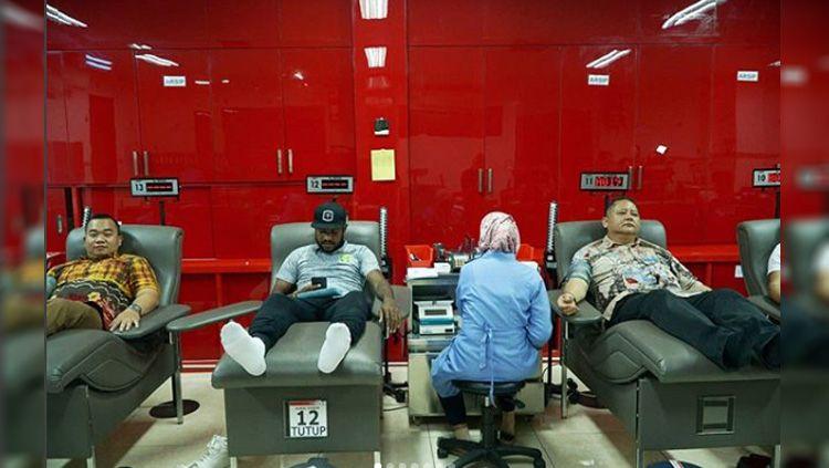 Pemain Persebaya lakukan donor darah untuk Korban Bom Surabaya Copyright: © instagram@officialpersebaya