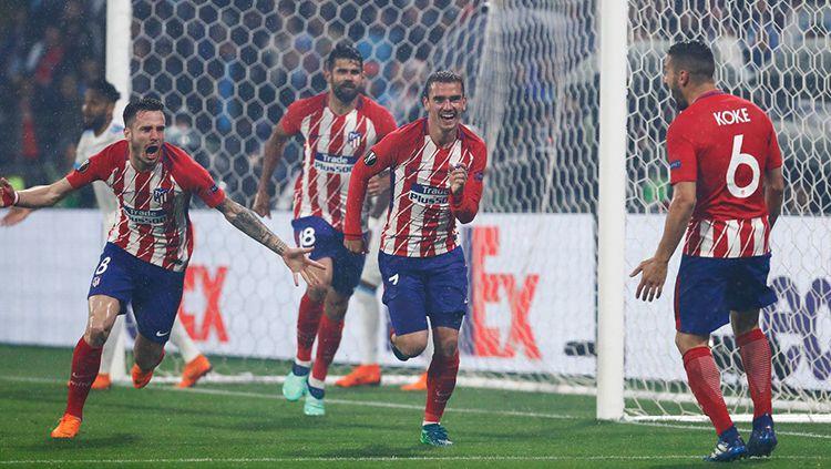 Pemain Marseille saat melakukan kick off. Copyright: © Internet