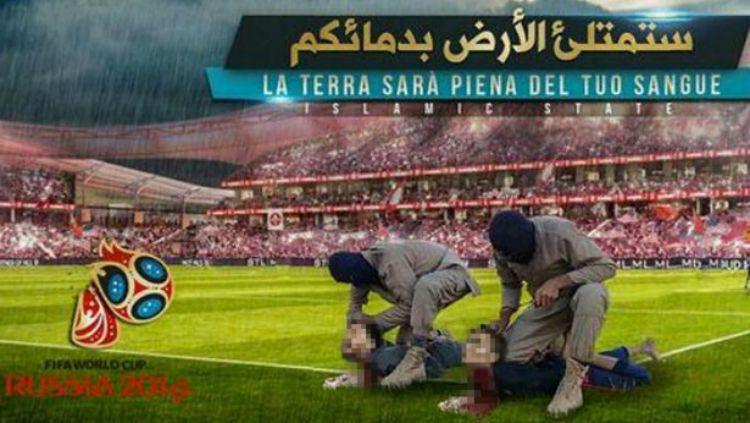 Poster ISIS yang menampilkan Lionel Messi dan Cristiano Ronaldo. Copyright: © Mirror