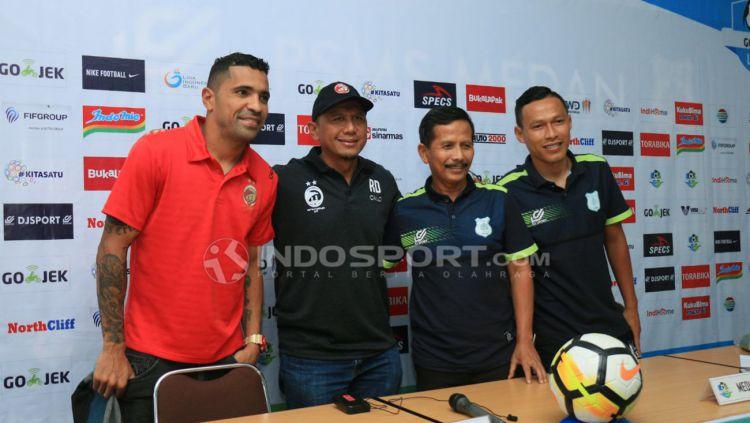 Sriwijaya vs PSMS Medan, Rahmad Darmawan dan Djajang Nurdjaman. Copyright: © Kesuma Ramadhan/Indosport.com